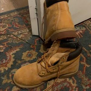 Timberlan boot 6 kid fits  a woman size 8?